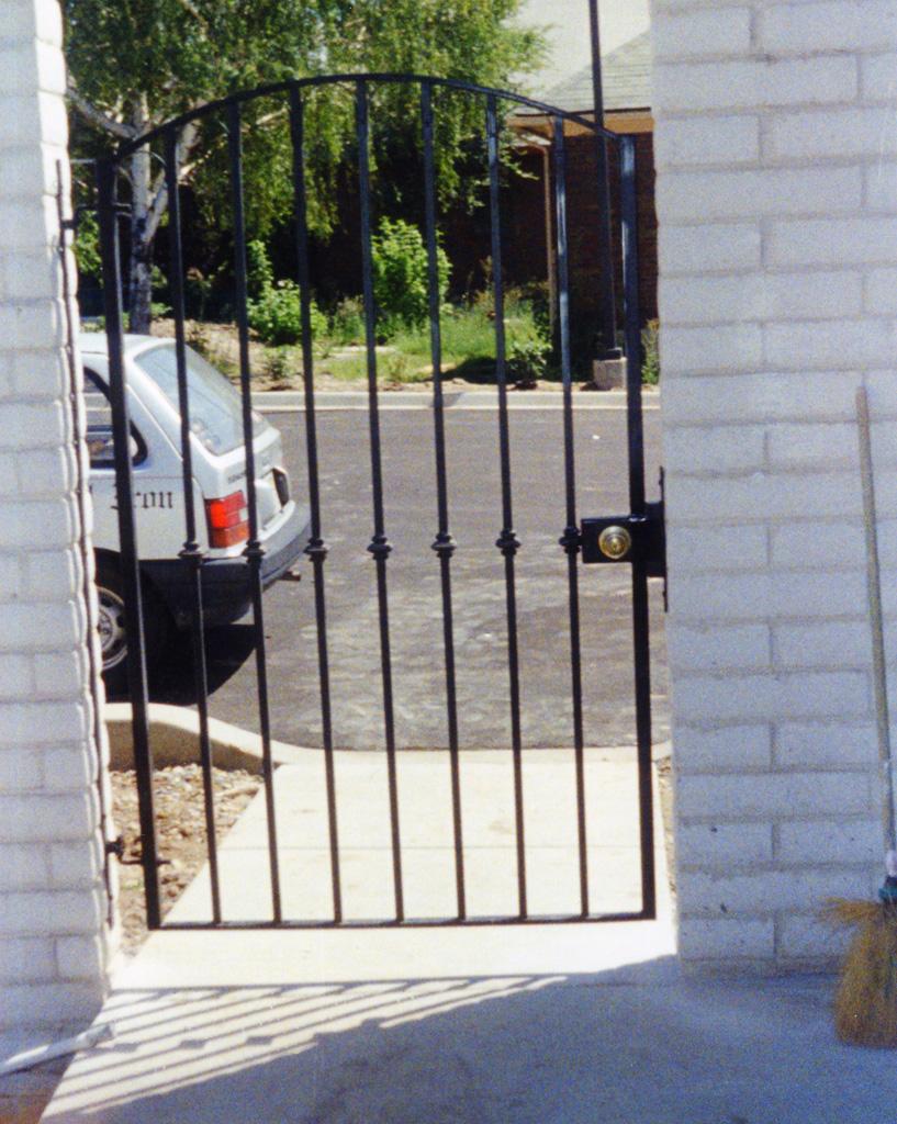 iron-anvil-gates-man-arch-3