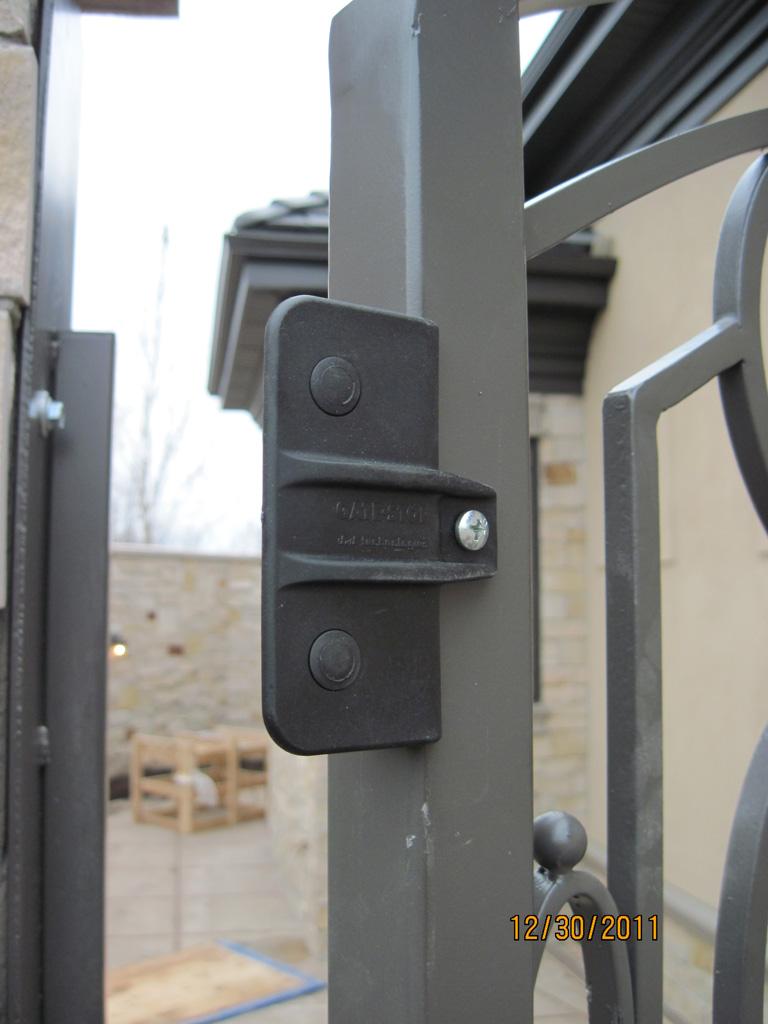 iron-anvil-gates-man-arch-man-stonebrook-tate-stops