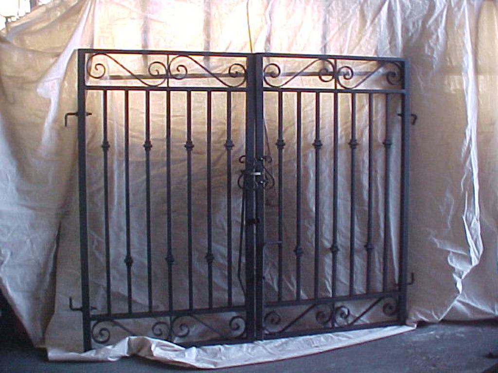 iron-anvil-gates-man-flat-knight-monica-btf-12497