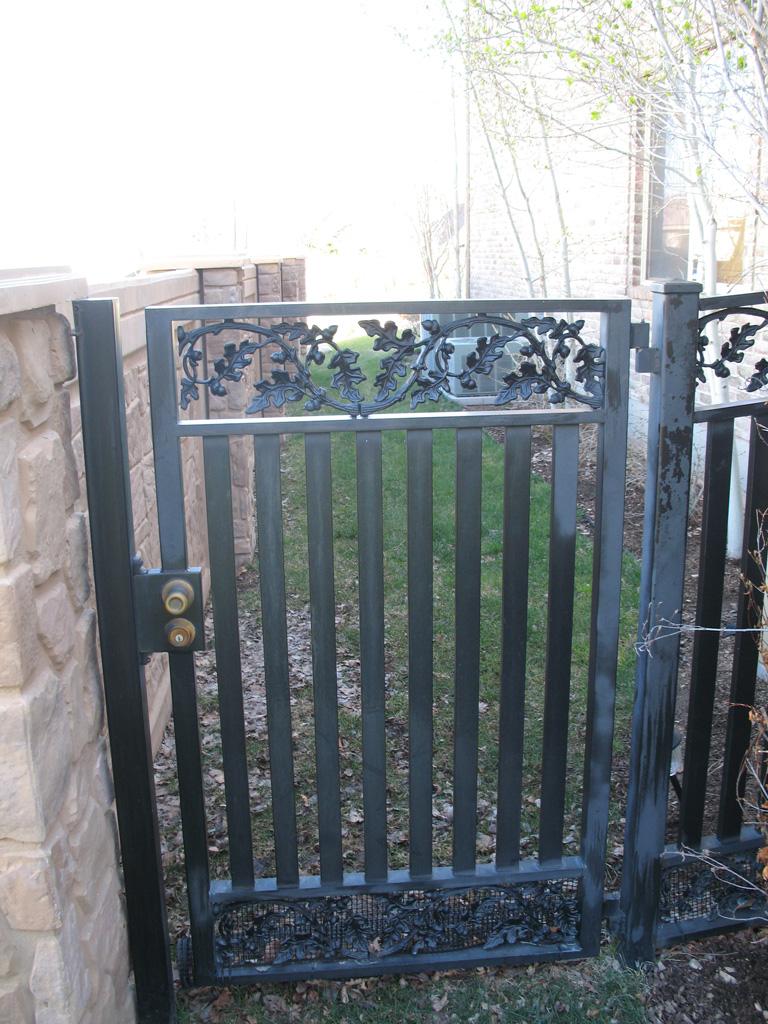 iron-anvil-gates-man-flat-oak-pattern