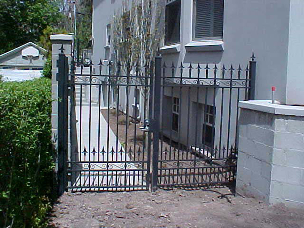 iron-anvil-gates-man-flat-tane-williams