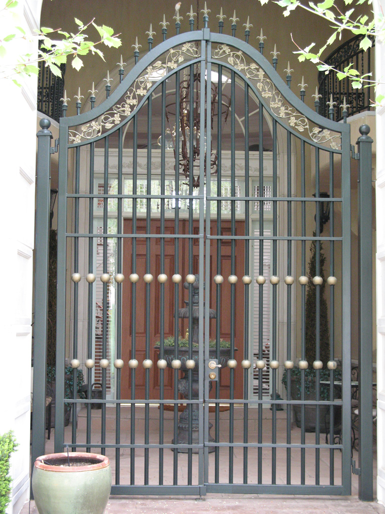 iron-anvil-gates-man-french-curve-chateau-on-the-green