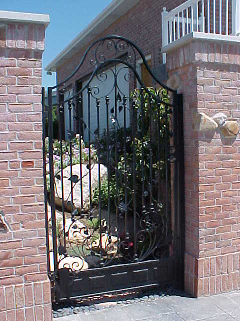 iron-anvil-gates-man-french-curve-g5-style-d-bountiful-pool