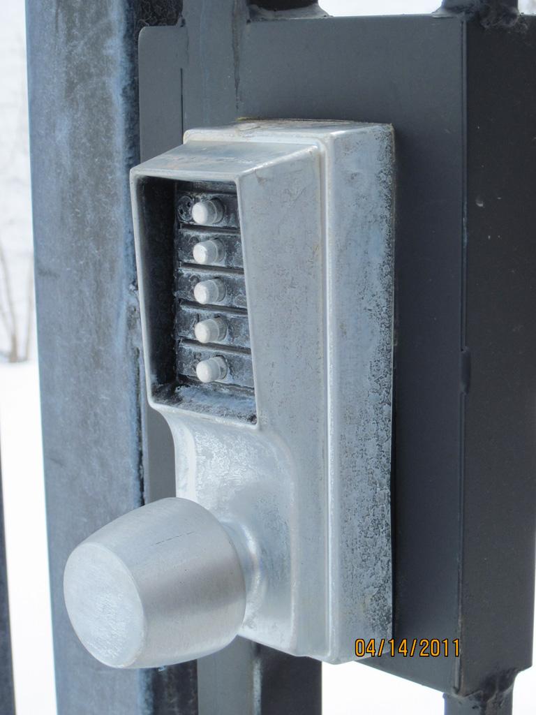iron-anvil-gates-man-hardware-latch-push-latch-buton-lock