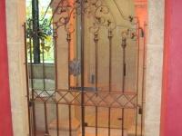 61-0871-Iron-Anvil-Gates-Man-Arch-TAMMY-RODGERS-GATE-BATHROOM-1-399