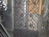 iron-anvil-gates-man-arch-scroll-with-grid-kick-panel