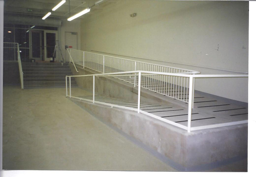 30-0074-Iron-Anvil-Railing-Horizontal-Pipe-Handicap-Ramp-1 (1)