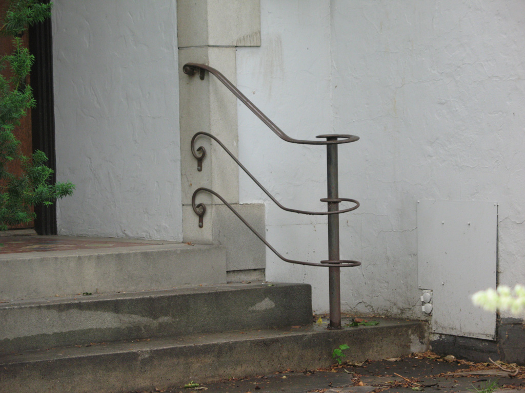 iron-anvil-handrails-post-mount-moulded-cap-harvard-lateral-by-church-by-others-2