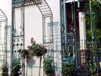 iron-anvil-other-items-arbors-trellis-pergolas-by-ferris-keller