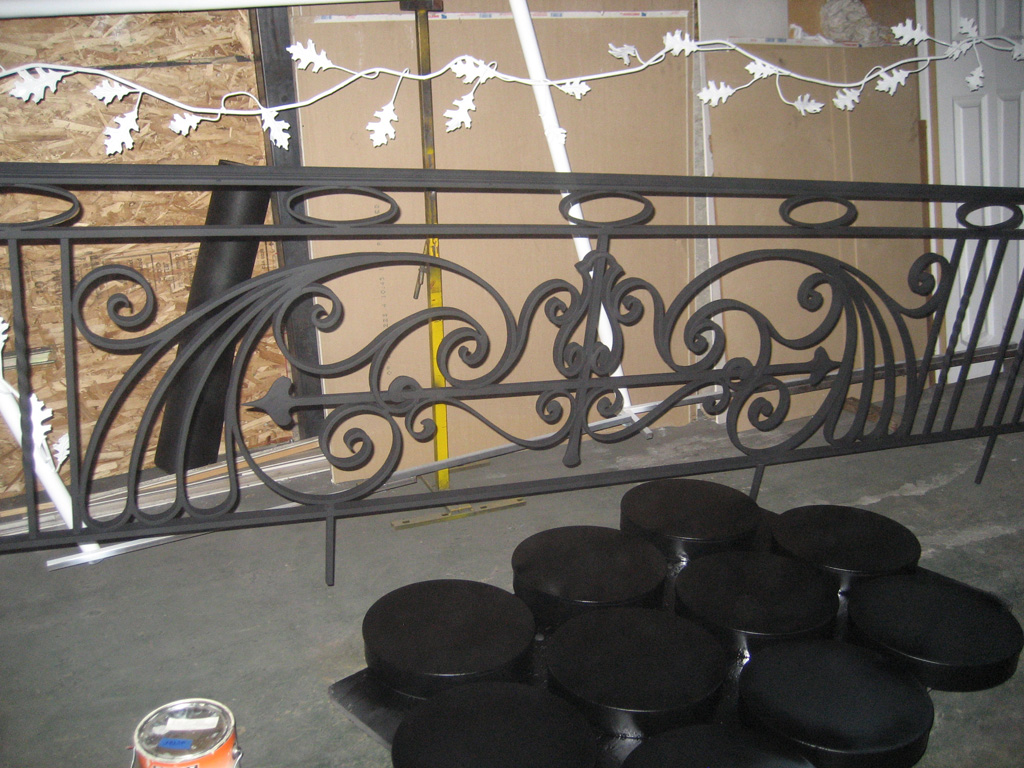 iron-anvil-railing-antiques-bennett-13463-harvard-rail-back-yard-2