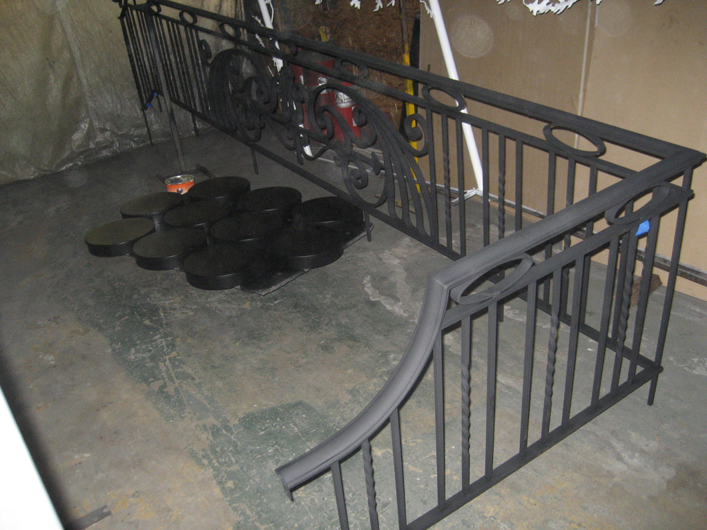 iron-anvil-railing-antiques-bennett-13463-harvard-rail-back-yard-3