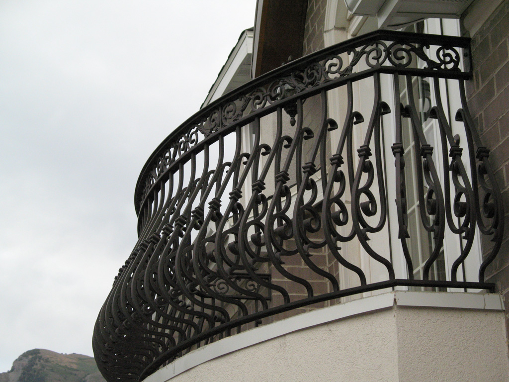 iron-anvil-railing-belly-rail-double-top-square-casting-hopkins-in-highland-1