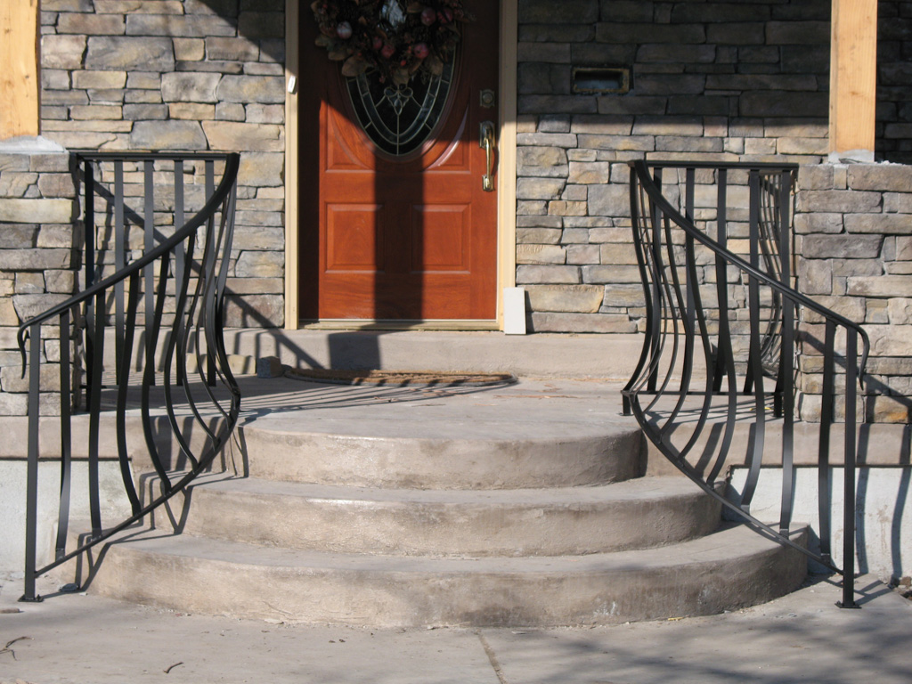 iron-anvil-railing-belly-rail-single-top-flat-bar-1300-east-2