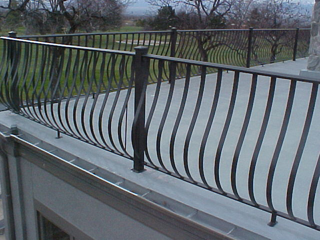 iron-anvil-railing-belly-rail-single-top-flat-bar-simplicity-belly-rail-smith