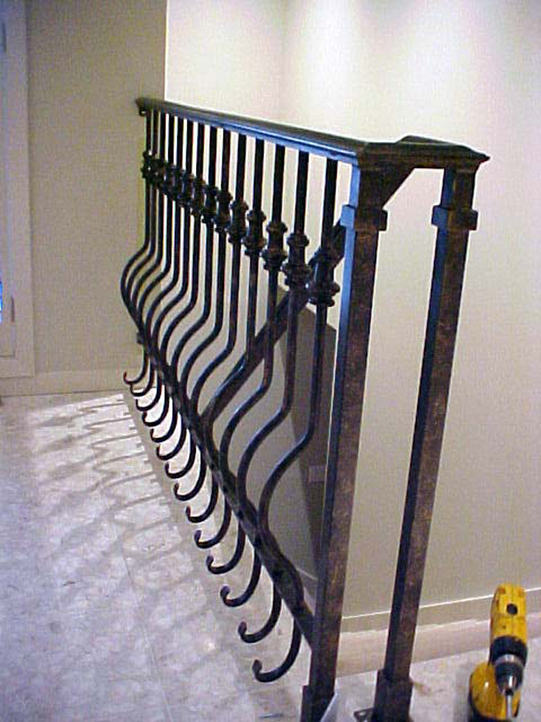 iron-anvil-railing-belly-rail-single-top-round-collars-doran-taylor-3