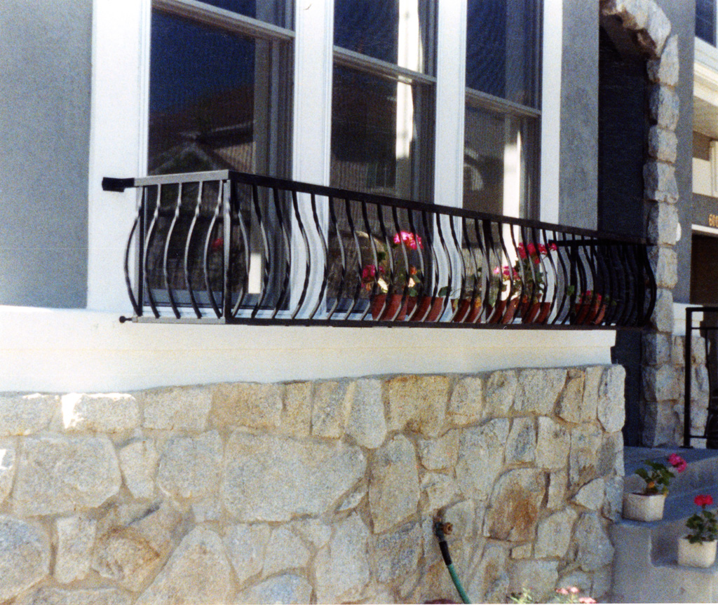 iron-anvil-railing-belly-rail-single-top-square-xx-xx03