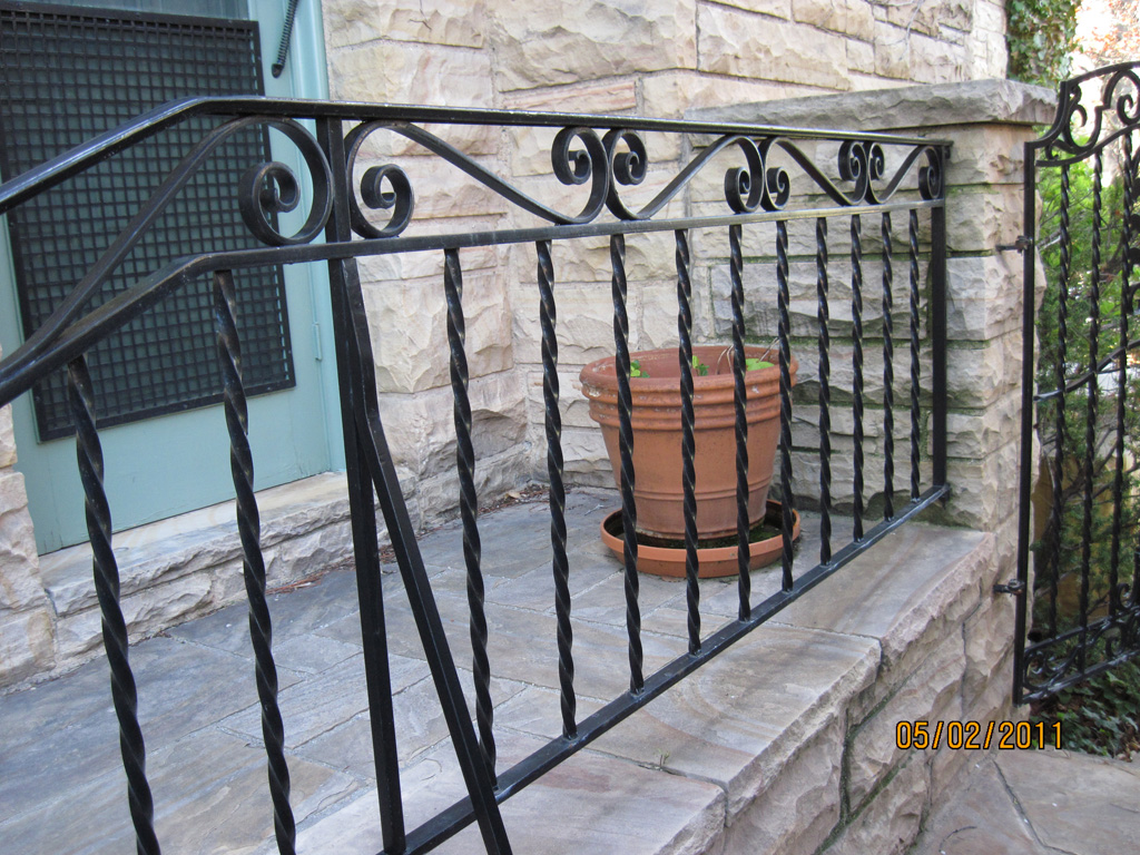 iron-anvil-railing-by-others-cowan-15464-rail-gate-repaint-3