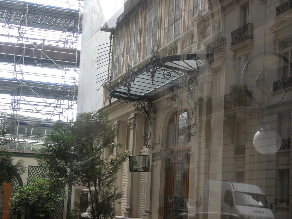 iron-anvil-railing-by-others-european-france-paris-263-48