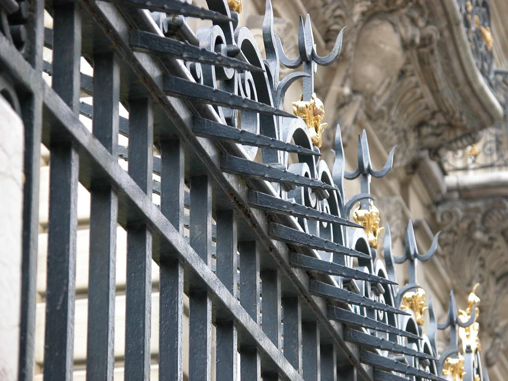 iron-anvil-railing-by-others-european-france-paris-263-60