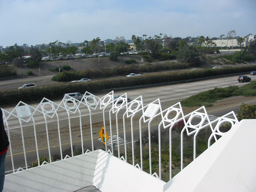 iron-anvil-railing-by-others-fence-flat-san-diego-temple-gates-2