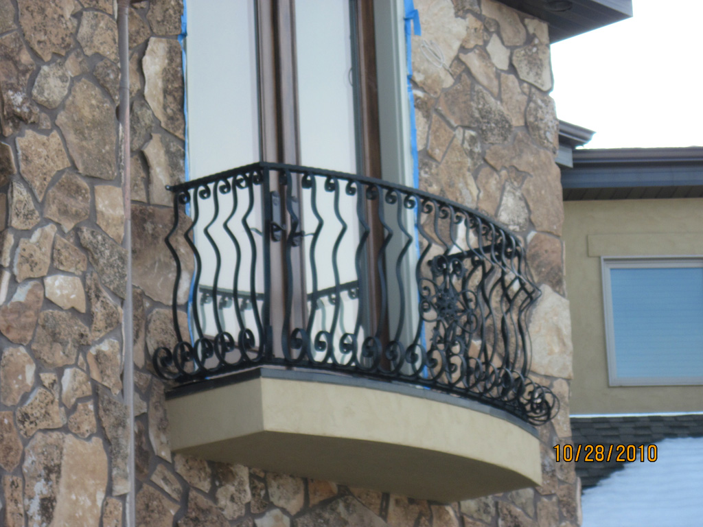 iron-anvil-railing-by-others-the-paint-experts-8-1