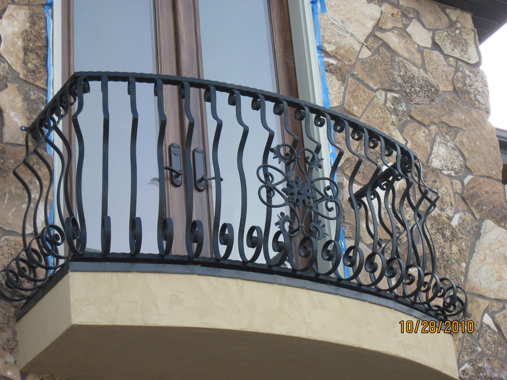 iron-anvil-railing-by-others-the-paint-experts-8-2