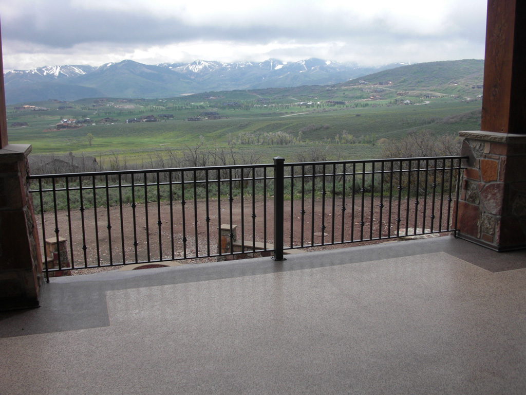 iron-anvil-railing-double-top-collars-stone-column-1