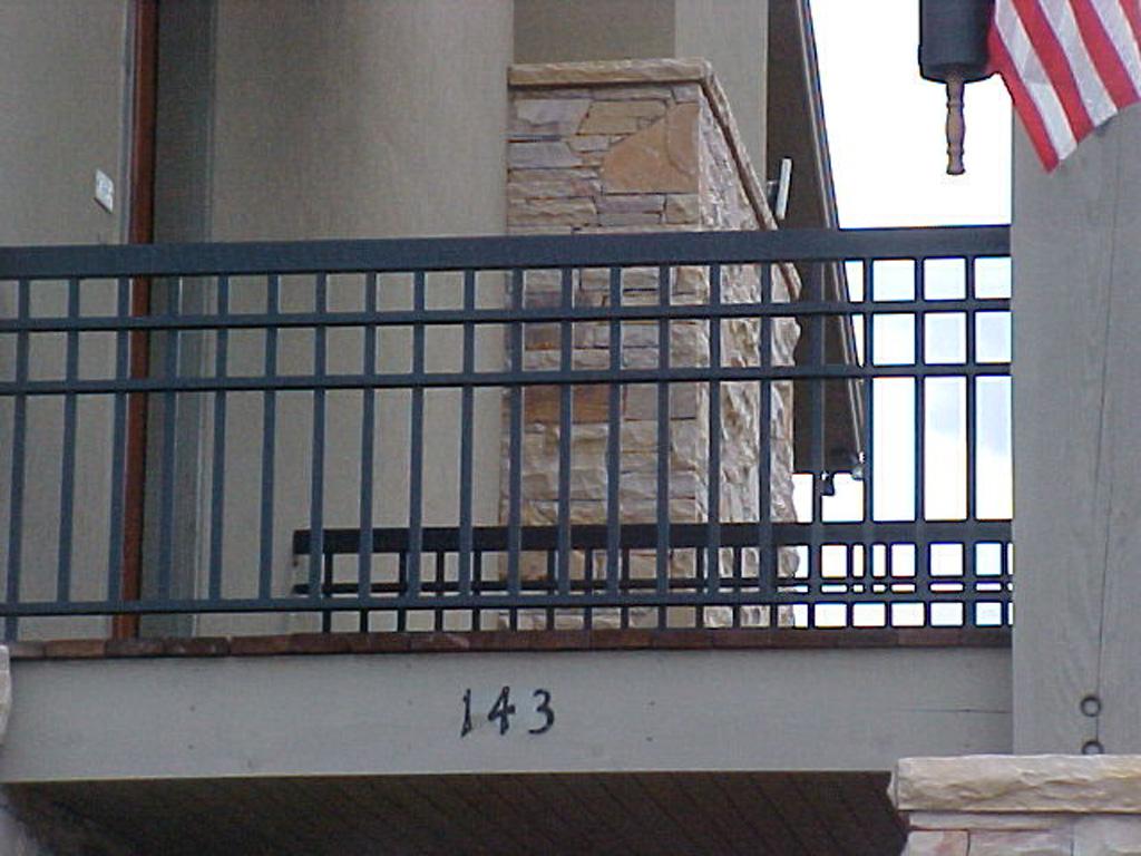 iron-anvil-railing-double-top-grid-park-city-rail-1-2