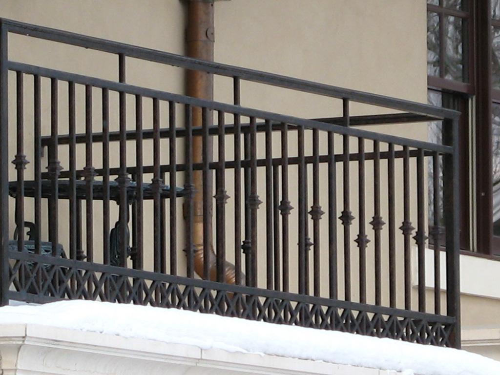 iron-anvil-railing-double-top-misc-crosses-harvard-1
