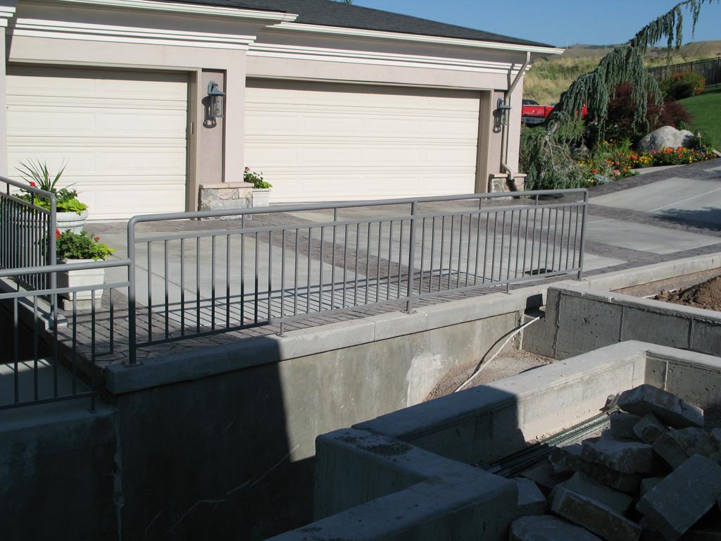 iron-anvil-railing-double-top-simple-watts-bonemart-4