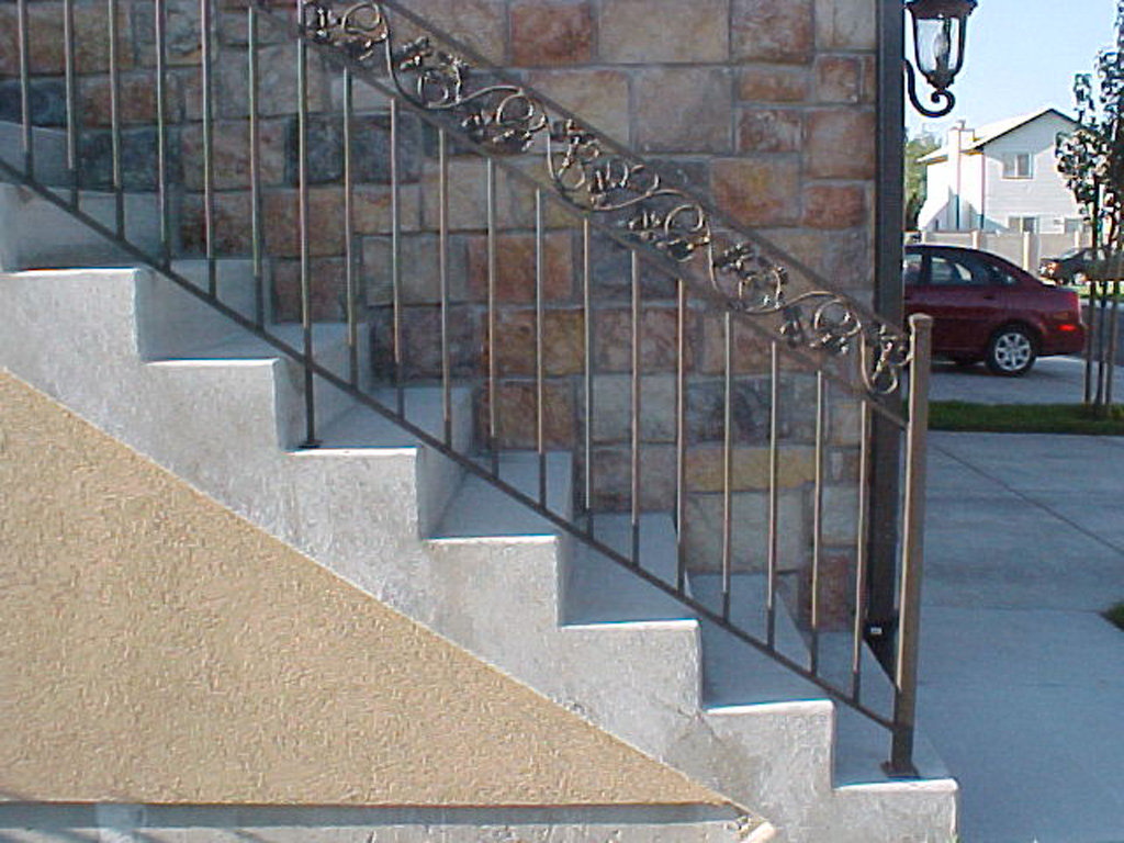 iron-anvil-railing-double-top-valance-casting-milky-hollow-rail-1-2-2