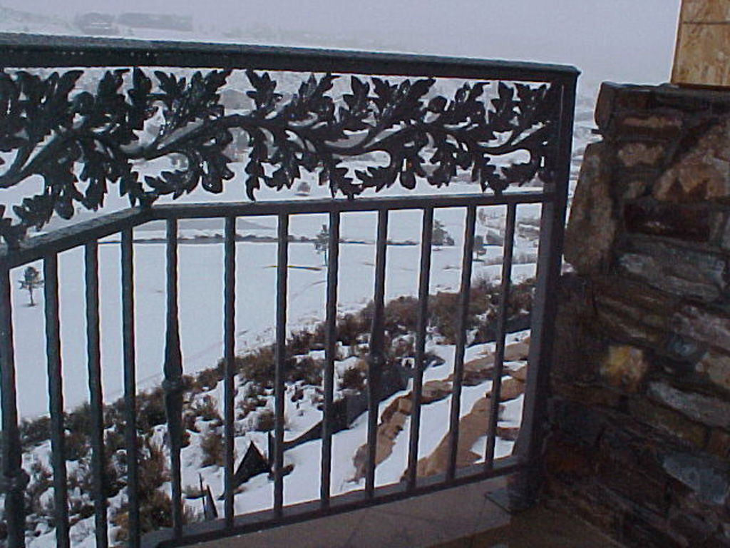 iron-anvil-railing-double-top-valance-casting-oak-10-4506-symphony-home-1