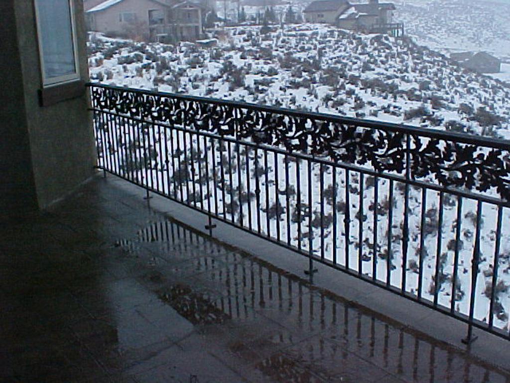iron-anvil-railing-double-top-valance-casting-oak-10-4506-symphony-home-6