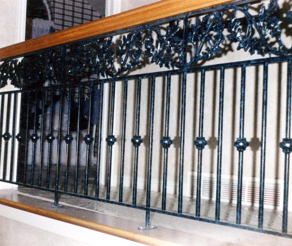 iron-anvil-railing-double-top-valance-casting-oak-classic-milkyhollow-10-4511-rail-interior-model-home-2-11