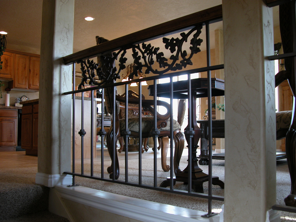 iron-anvil-railing-double-top-valance-casting-oak-classic-milkyhollow-10-4511-rail-interior-model-home-2-6