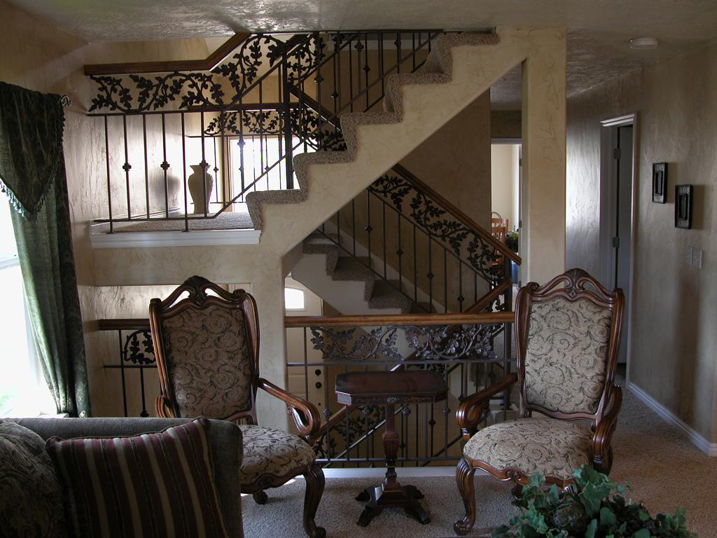 iron-anvil-railing-double-top-valance-casting-oak-classic-milkyhollow-10-4511-rail-interior-model-home-2-8