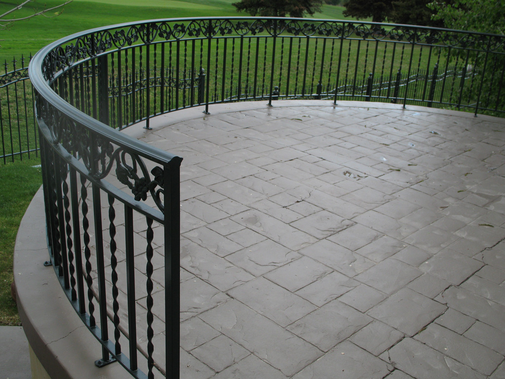 iron-anvil-railing-double-top-valance-casting-twist-chateau-on-the-green-11