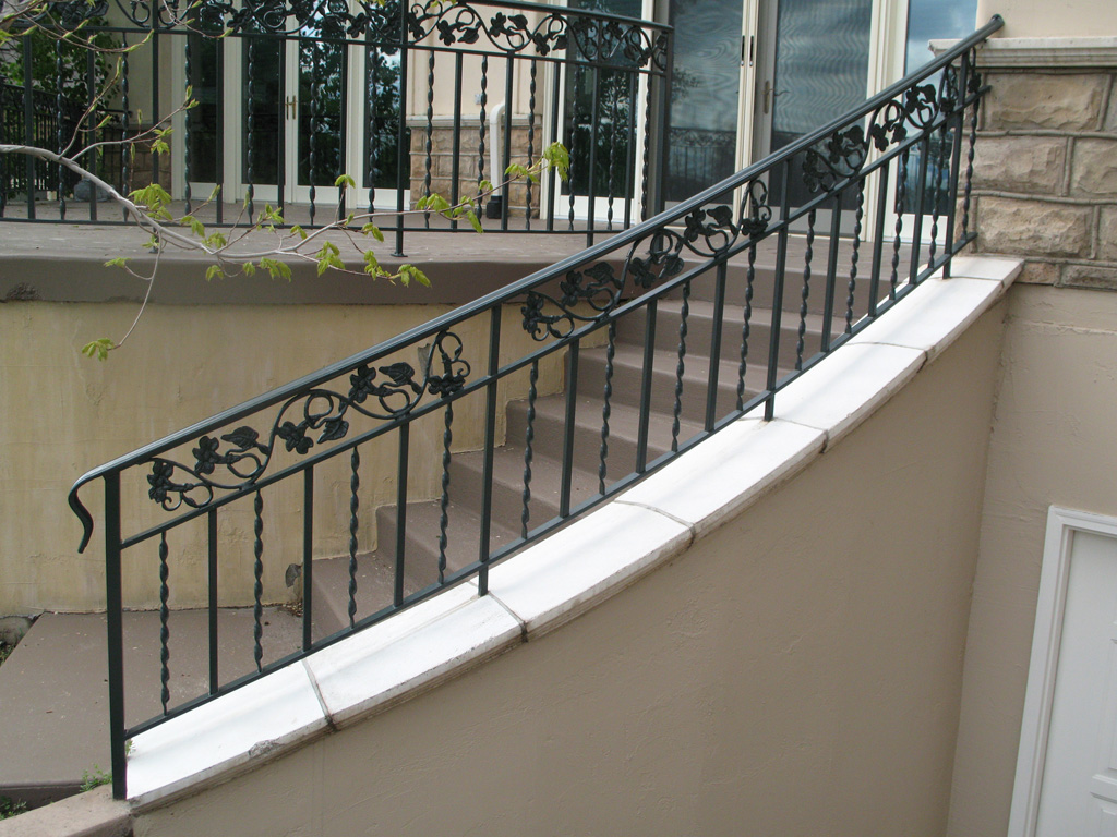 iron-anvil-railing-double-top-valance-casting-twist-chateau-on-the-green-12