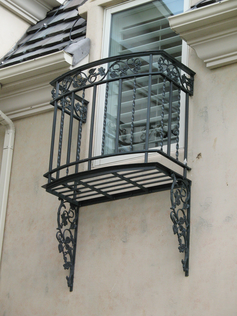 iron-anvil-railing-double-top-valance-casting-twist-chateau-on-the-green-8
