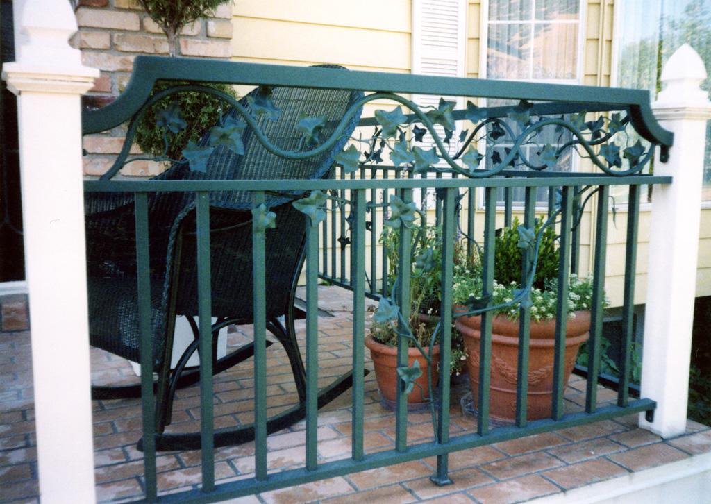 iron-anvil-railing-double-top-valance-vine-12-xx01-a-4