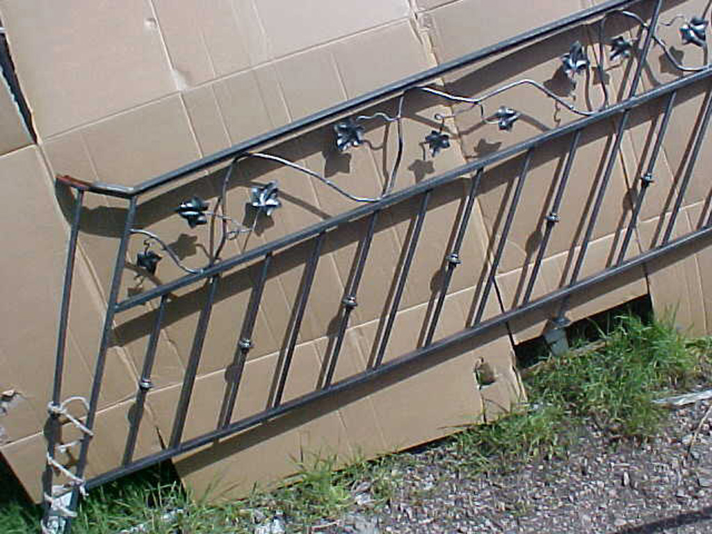 iron-anvil-railing-double-top-valance-vine-country-valance-vine-used-2