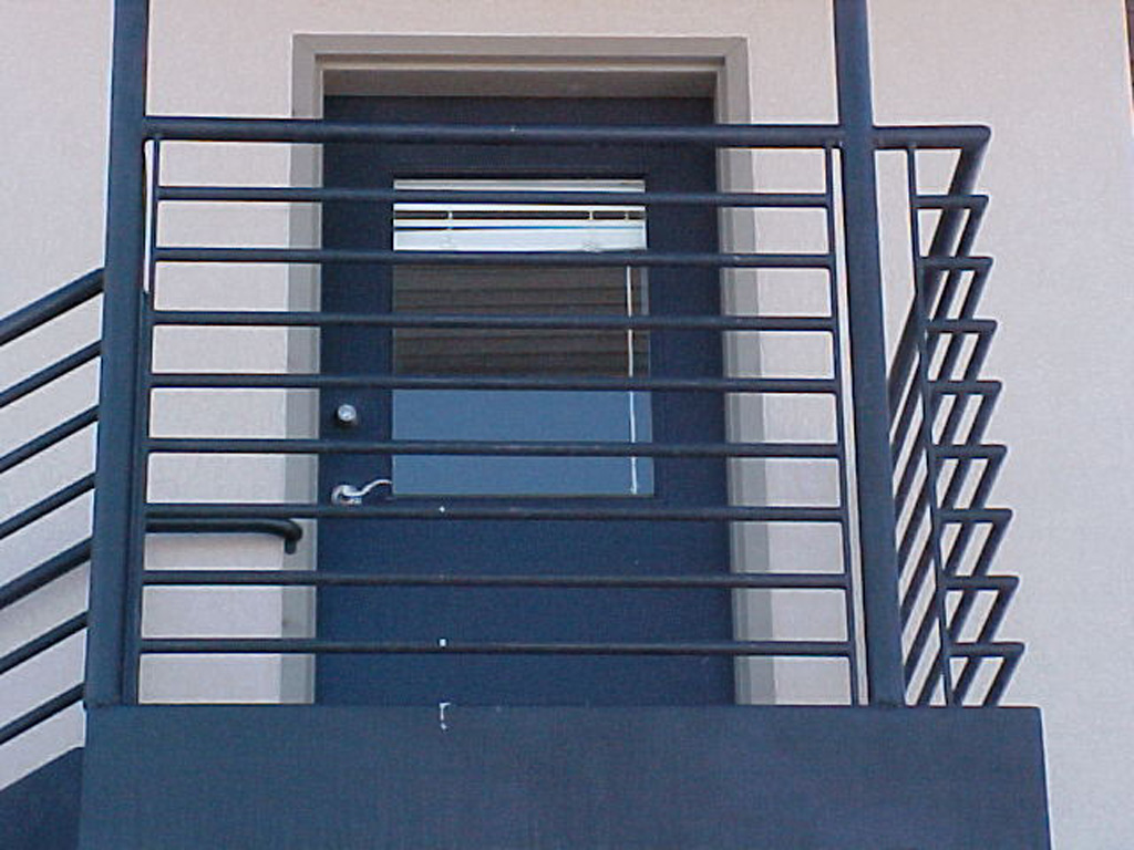 iron-anvil-railing-horizontal-pipe-office-entrance-2