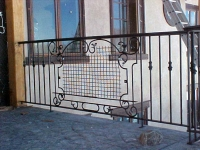 iron-anvil-railing-scrolls-and-patterns-window-castings-yukon-flower-box-3