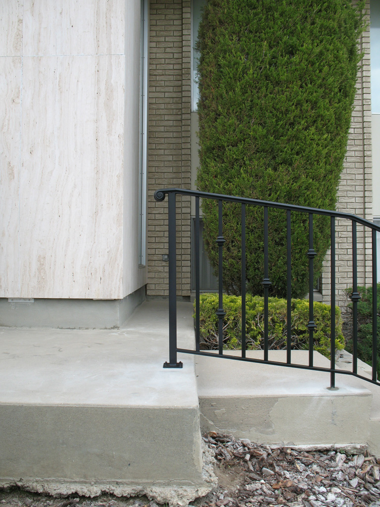 iron-anvil-railing-single-top-collars-avenues-2