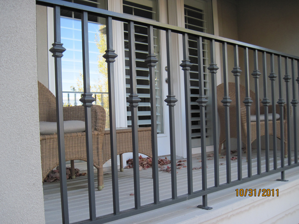iron-anvil-railing-single-top-collars-staggered