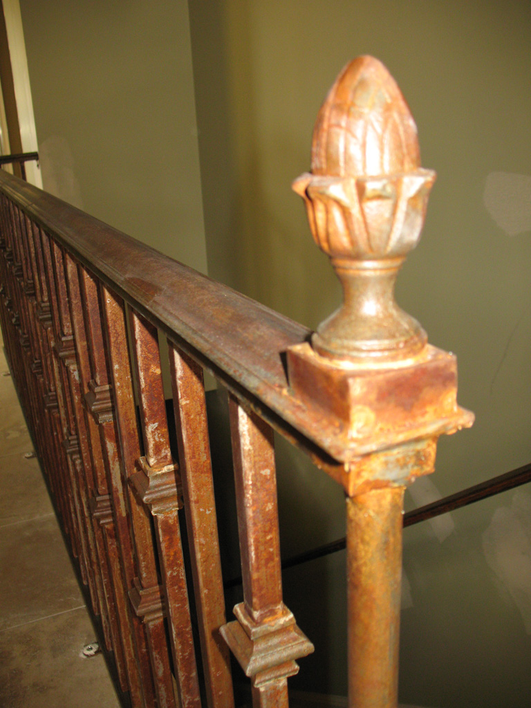 iron-anvil-railing-single-top-collars-three-fountains-2