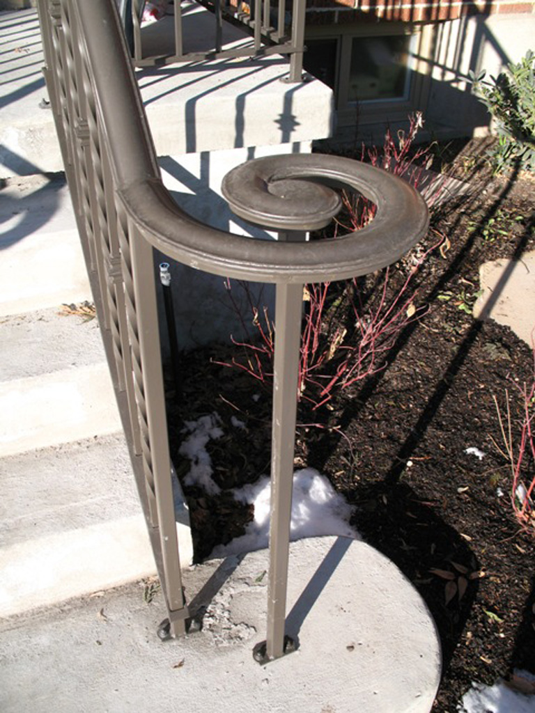 iron-anvil-railing-single-top-twist-10-xxxx-on-yale-by-peter-1-2