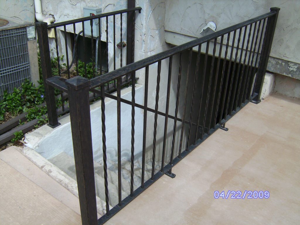 iron-anvil-railing-single-top-twist-walkout.jpg
