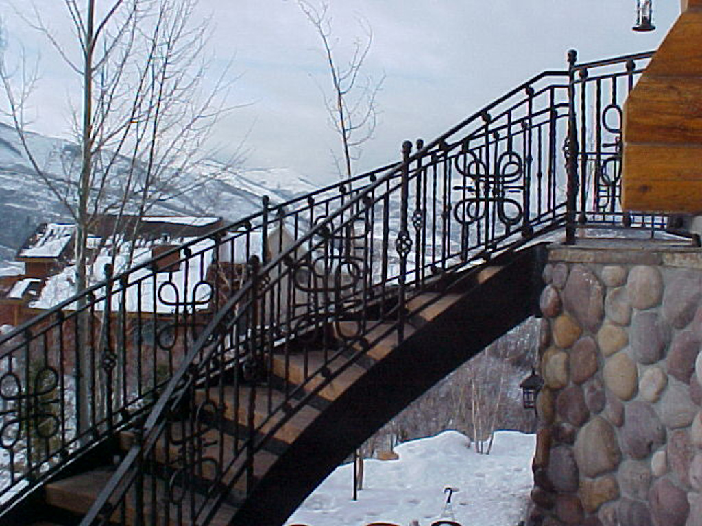 41-0040-iron-anvil-stairs-grand-circular-treads-angle-iron-wood-steps-park-city-2