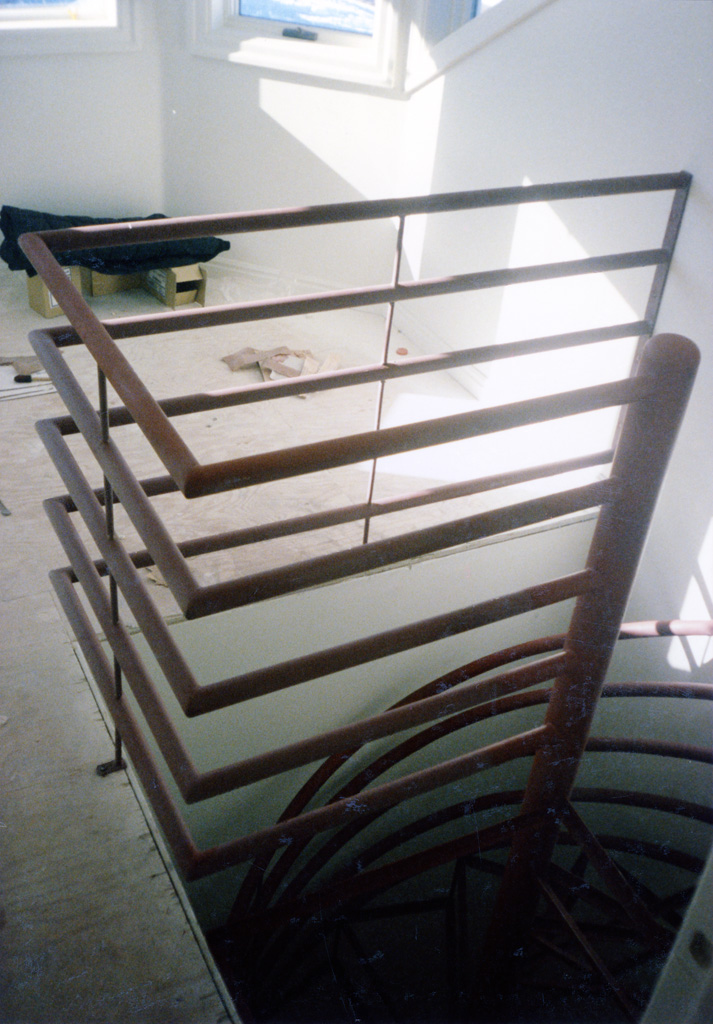 iron-anvil-stairs-spiral-angle-iron-no-tread-horizontal-rail-41-1001-1